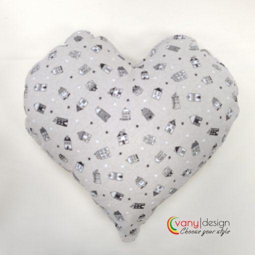 Декоративна възглавница Сърце десен: Къщички - 45/45 см.