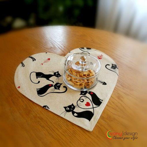 Декоративна възглавница Сърце - десен: Влюбени котки - Vany Design