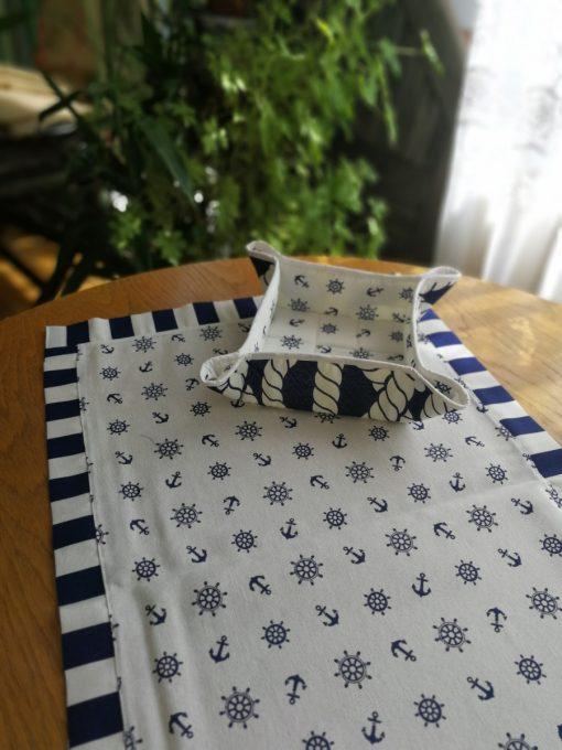 Тишлайфер за маса с декоративен бордюр - Котви в бяло Vany Design