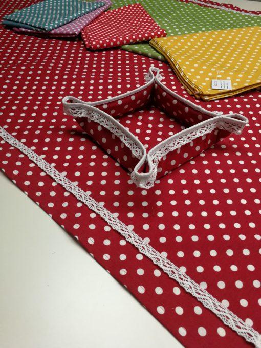 Правоъгълна покривка за маса 130/180 с хидрофобирано покритие и добавена памучна дантела