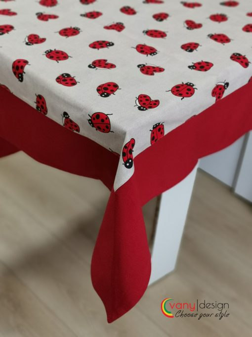 Правоъгълна покривка за маса  Vany Design с добавен декоративен бордюр